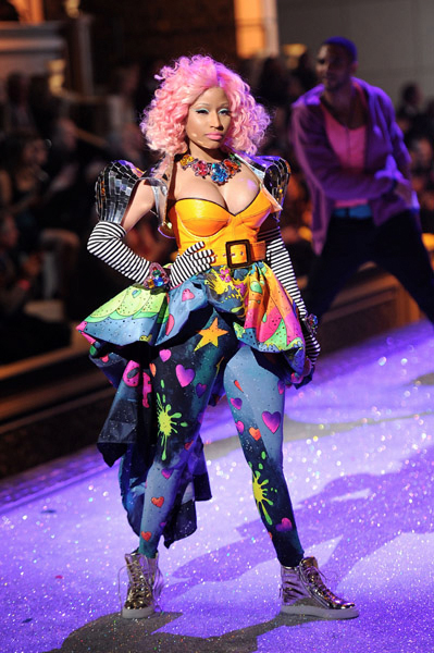 nicki-minaj-performs-victorias-secret-fashion-show