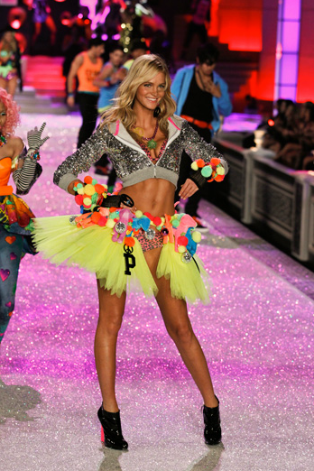 victorias-secret-fashion-show-2011-performance-5iks