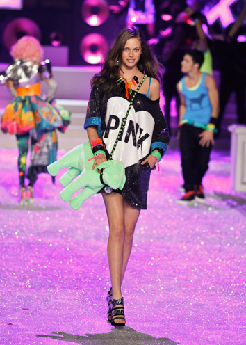 victorias-secret-fashion-show-2011-performance-5plo