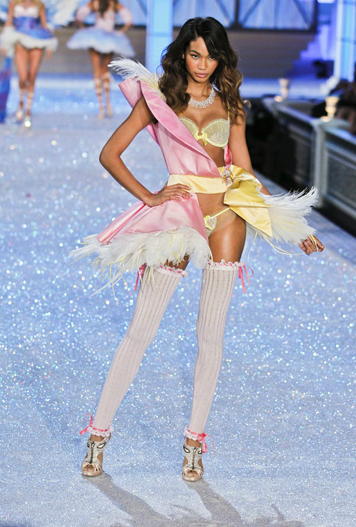 victorias-secret-fashion-show-2011-performance-5q