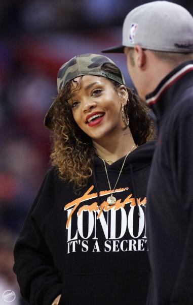 Rihanna-Trapstar-london