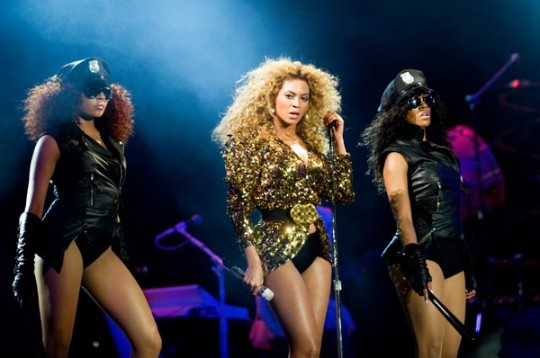 Beyonce-Glastonbury-2011-17