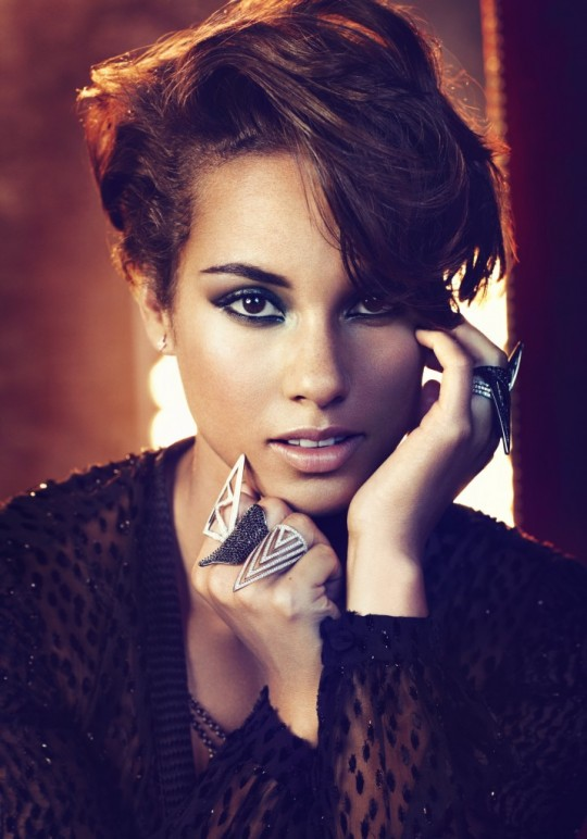 Alicia-Keys-Girl-on-Fire-Album-Promo-7-716x1024