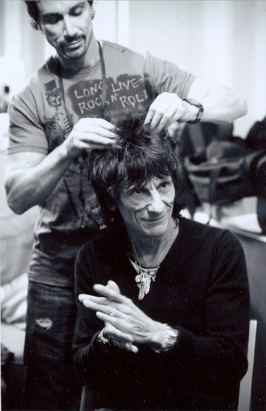 styling-ronnie-woods-hair-long-live-rocknroll