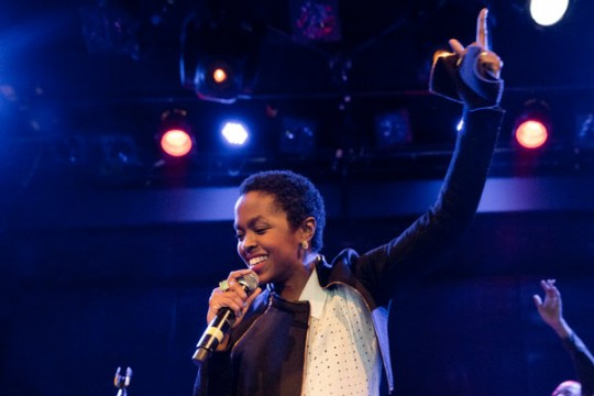 "Lauryn Hill Performs ""Lost Ones"" Live In NY"