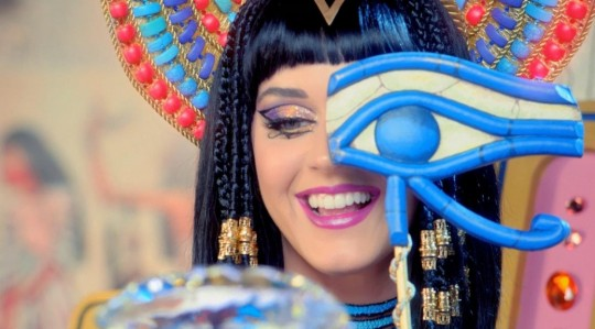 katy-perry-ft-juicy-j-dark-horse-1038x576