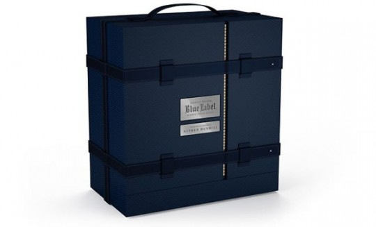 Alfred-Dunhill-Johnnie-Walker-Blue-Trunk-600x364 (1)