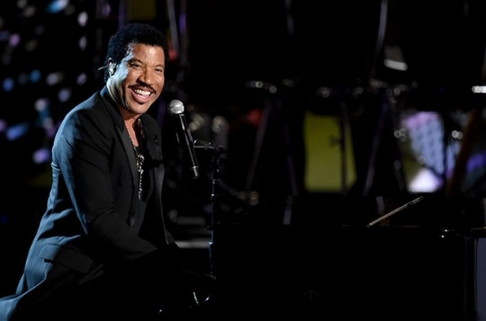 lionel-richie-bet-awards-billboard-2014-650x430