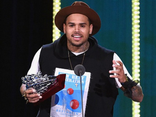 Chris-Brown-2014-Soul-Train-Awards-360nobs