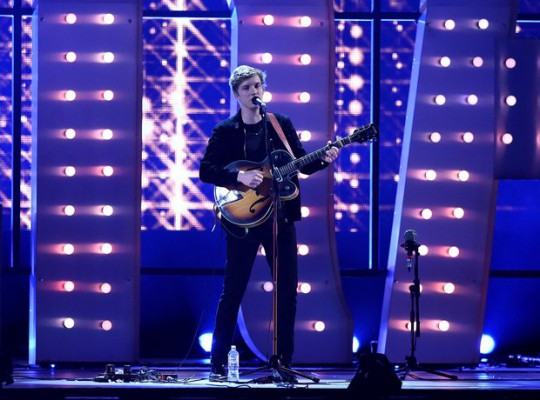 george-ezra-brit-awards-2015-performance-1424901595-view-0