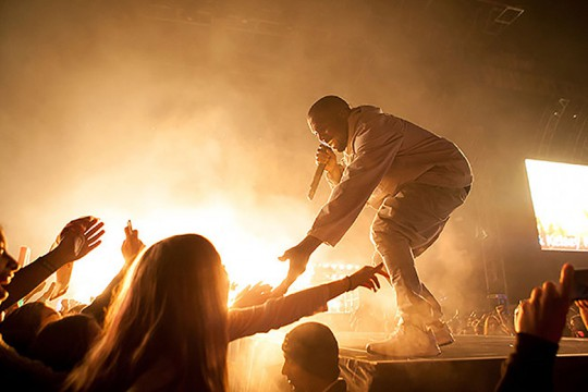 kanye-west-performs-all-day-and-black-skinhead-at-2015-billboard-music-awards-0
