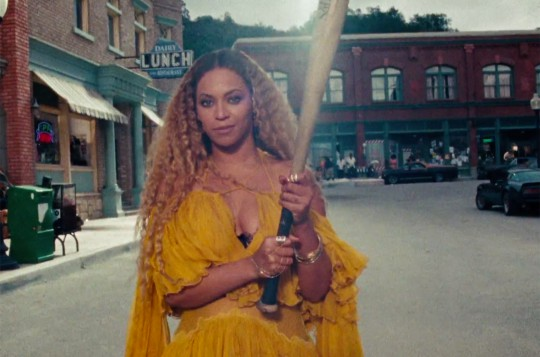 Beyonce-lemonade-hold-up-bat-2016-billboard-650-1548