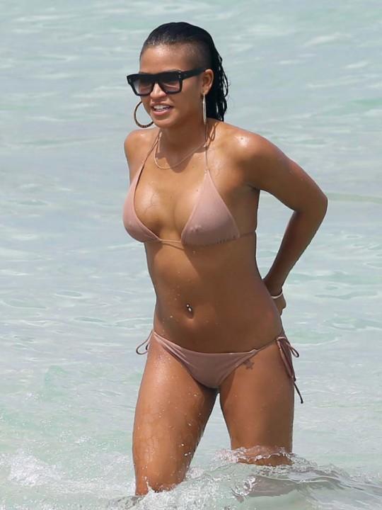 Cassie-a-Miami-le-26-juillet-2013_portrait_w674