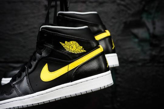 Air_Jordan_1_Mid_Nouveau_Sneaker_Politics_12_1024x1024