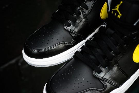 Air_Jordan_1_Mid_Nouveau_Sneaker_Politics_13_1024x1024