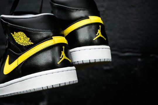 Air_Jordan_1_Mid_Nouveau_Sneaker_Politics_15_1024x1024